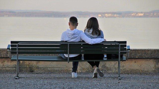 Zakochani na ławce